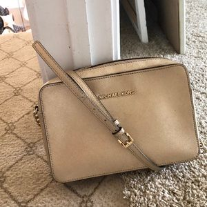 Michael kors jet set cross body
